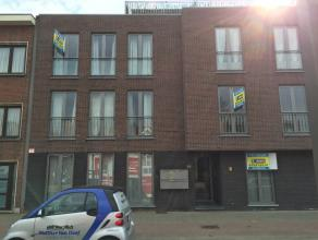 Het appartement is gesitueerd op een verbindingsweg tussen Antwerpen en Lier. Zowel het centrum van Mortsel, tramhalte en station zijn op een steenwor