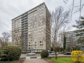 LIGGING:We treffen het appartement in een groene omgeving vlakbij de Grote Steenweg. Het appartement heeft een zeer centrale ligging: scholen, openbaa