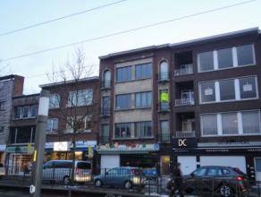 Dit gezellig appartement is gelegen in het centrum van Mortsel, vlakbij winkels, openbaar vervoer, restaurants, scholen en verbindingswegen. Het appar