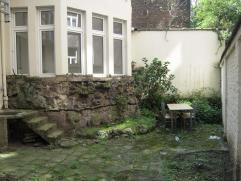 Verzorgd en pas gerenoveerd, goedgelegen gelijkvloersappartement in de Van den Nestlei, vlakbij alle belangrijke invalswegen, openbaar vervoer en supe