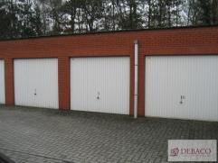 Centraal gelegen garage op wandelafstand van de markt. Voor meer info: www.debaco.be of bel 0495/169.169
