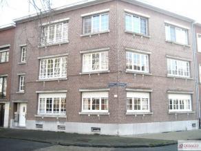Mooi en ruim appartement op de eerste verdieping bestaat uit inkomhal, woonkamer, keuken, aparte toilet, badkamer, twee slaapkamers. EPC-waarde: 380 k