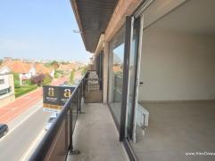 Ruim woonappartement, uitstekend gelegen in de Koningslaan aan de zonnekant met vrij uitzicht over de villa's en vlakbij het Zegemeer, het station en