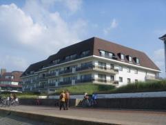 Zonnig appartement met prachtig zuidgericht terras op de Wandeldijk (kant Kustlaan). Samenstelling: inkom, toilet, woonkamer, keuken