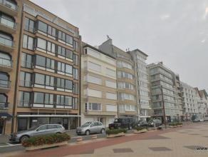 Ruim 3-slaapkamerappartement gelegen op de zeedijk te Zoute nabij het Albertplein. Ruime inkomhal met apart toilet, living met mooi frontaal zeezicht,