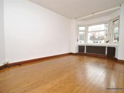 Gezellig 2-slaapkamerappartement in een karaktervol gebouw in hartje Knokke. Indeling: inkomhal, grote keuken, leefruimte, 2 grote slaapkamers uitgeve