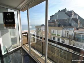 Modern gemeubeld appartement, centraal gelegen dichtbij het Driehoeksplein. Samenstelling: Woonkamer met zeer goed uitgeruste, open keuken. Prachtig z