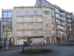 Gezellig appartement in het centrum van Knokke met zicht op de Lippenslaan. Samenstelling: inkomhal, woonkamer met divanbed, 1 slaapkamers, 1 badkamer