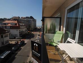 Zonnig appartement met zijdelings zeezicht gelegen in een rustige omgeving in de Meerminlaan, op enkele stappen van de zeedijk (Albertstrand) en op ee