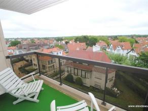 Uitstekend gelegen 2-slaapkamerappartement in de Kustlaan met wijds zicht op de villa-residenties en op een steenworp van het Albertplein in hartje Zo