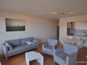 Ruim appartement met2 slaapkamers op het Rubensplein. Samenstelling: inkomhal met apart toilet en vestiaire, woonkamer met een prachtig zicht ov
