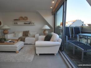 Recent dakappartement in het centrum van Knokke, vlakbij het strand, de Lippenslaan en het Rubensplein. Samenstelling: inkom, gastentoilet, woon