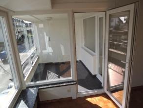 Vernieuwd 3-slaapkamerappartement op een uitstekende ligging in de J. Nellenslaan nabij het Albertstrand, en met wijds zicht over de villa-residenties