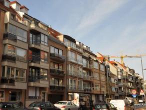 Ruim appartement met 3 slaapkamers, zeer centraal gelegen. Nieuwe eik-laminaat in woon -en slaapkamers, recent geschilderd. Ideaal voor vaste bewoning