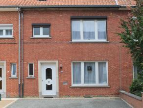 Uiterst verzorgde woning met 3 slaapkamers, volwaardige kelder- en zolderverdieping. De woning is gelegen op een perceel van 2are77ca met prachtige ve