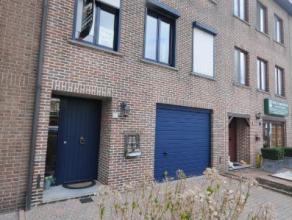 Gelegen in een rustige en kindvriendelijke wijk, is deze prachtige woning misschien iets voor u.  Op het gelijkvloers bevindt zich de garage, wasplaat