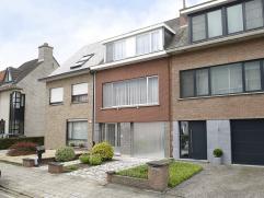 Leuke, degelijke woning op goede en rustige ligging.Deze ruime bel-étage woning is op de benedenverdieping voorzien van een ruime hal, garage,