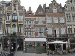 """Op schitterende locatie in het centrum van Lier, hebben wij te koop een uniek gelegen appartement.  In de 18de eeuw werden de 2 huizen, zogenaamd """"Si"""