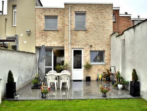 Ruime, instapklare en uitstekend onderhouden woning te Wilrijk, zeer goed gelegen in een rustige straat, vlakbij verschillende scholen, winkels, openb