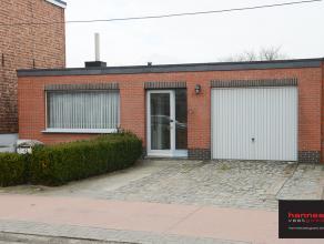 Toffe laagbouw gelegen in een rustige straat te Nijlen. De woning is ideaal voor starters. Via de hal komen we in een ruime woonkamer met veel lichtin