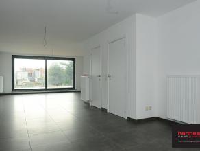 Zeer mooie nieuwbouw duplex gelegen te Lier. Het appartement bevindt zich in een rustige buurt met voldoende parkeergelegenheid en met een speelpleint