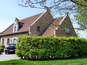 Zeer mooie alleenstaande woning gelegen te Lier buiten de ring, richting Duffel / Lint. <br /> De woning werd volledig gerenoveerd in 1990 en de laats