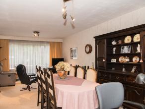 Instapklaar appartement op de 1ste verdieping, met 2 slaapkamers, gelegen te Lier.<br /> U betreedt het appartement langs de centrale inkomhal. <br />