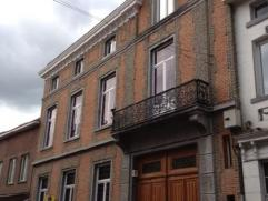 Met een oppervlakte van 310 m², gelegen in een prestigieus authentiek 19de eeuws gebouw in empereurstijl, is deze ruimte door zijn uitstraling en