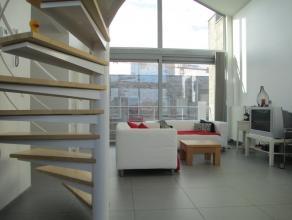 Exclusief appartement met drie slaapkamers omvattende inkomhal met vestiaire, ruime leefruimte met open vide en aansluitende terrassen van 11 m²