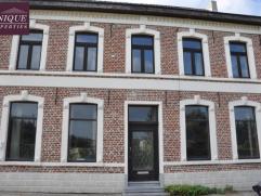 Deze te renoveren woning heeft diverse mogelijke bestemmingen. Ten eerste kan deze eigendom gekocht worden als project met 12 appartementen waarvan re