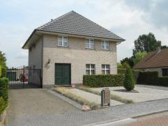 Rustig gelegen vrijstaande woning te Kalmthout - Nieuwmoer, op ca 1.269m² met 3 slaapkamers, afzonderlijke garage, zolderberging, zwembad en tuin