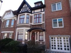 Prachtige woning met zuid-tuin, een mooie cottage woning met 4 slaapkamers, waarvan nog vele originele elementen bewaard zijn.  De woning heeft wel ee