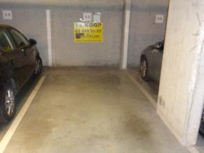 Auto staanplaats gelegen in een recent gebouw.
