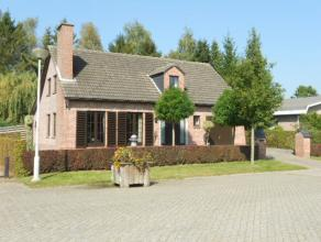 Verzorgde vrijstaande woning in fermettestijl, op een perceel grond van ca 800m², voorzien van 3 slk (evt 4e mogelijk), inpandige garage, overdek