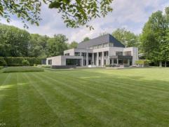 Unieke design-villa op een binnenperceel van ca 1ha, voorzien van wellness op het gelijkvloers, waaronder een verwarmd binnenzwembad, hammam, jaccuzi.