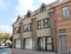 Riant appartement met 3 slaapkamers, zuidterras en garagebox, gelegen op de 2e verdieping in een verzorgd gebouw met lage maandelijkse onkosten. Het a