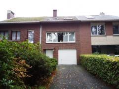 Bel-etage woning op een perceel van 1395M² ! op een toplocatie te Mariaburg-Brasschaat. Deze degelijk onderhouden woning omvat o.a. een ruime woo