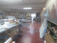 Groot magazijn van ongeveer +/- 275m² gelegen in de Belpairestraat te Berchem. Er  is een kitchenette met spoelbak en opbergkasten aanwezig alsoo