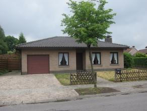 Zeer mooi gelegen LAAGBOUW  in een rustige en kindvriendelijke omgeving, op ca 729m², voorzien van 2 à 3 slk, ruime inpandige garage en gr