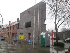 Ruime nieuwbouwwoning gelegen nabij het centrum van Mortsel, de hoekwoning bevindt zich op de kruising van de Ijzerenweglei met de Heirbaan.  Op het
