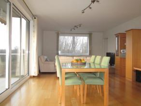 Gemeubeld appartement met een slaapkamer, autostaanplaats (€55,/maand-) en groot terras met panoramisch uitzicht. Gelegen nabij de E17 en op wandelafs