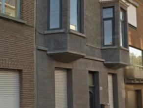 Recent gerenoveerde duplex op de eerste en tweede verdieping.  Geïnstalleerde, open keuken - leefruimte, groot terras, apart toilet, ruime slaap