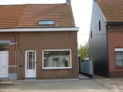 Goed gelegen eengezinswoning voorzien van 2 ruime slaapkamers(14m² en 18m²) en een rustige zonnige tuin. Het huis beschikt over een zeer rui