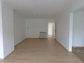 Licht en ruim appartement, gelegen op de eerste verdieping. Zeer gezellige wijk, vlakbij het Bouckenborghpark. Met uitstekende verbinding naar Antwerp