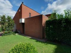 Ruime alleenstaande woning, grotendeels gerenoveerd in 2010, op een zuidgericht perceel van 615 m², ideaal gelegen in een rustige woonwijk en doo