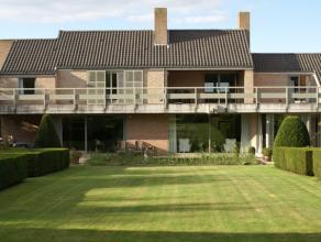Unieke en karaktervolle villa gelegen in één van de mooste lanen te Lichtervelde.  Deze villa gebouwd door architect Degeyter (1985) b