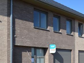 Deze van mooie volumes voorziene woning is op dit moment in aanbouw en wordt afgewerkt zoals in het lastenboek voorzien - E-peil 60 kWh/m².<br />