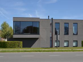 Dit modern handelspand is uitstekend en zeer commercieel gelegen te Roeselare.<br /> <br /> De ruimte is gelegen op de eerste verdieping en is voorzie