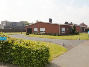 Op een zeer unieke (u geniet van omliggende landschappen/akkers) en rustige ligging is deze alleenstaande woning met garage en ruime tuin met terrasse