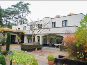 Gezellig hotel in Bonheiden. Gebouwd in 1931 en gerenoveerd in 1997. Dit pand werd zeer goed onderhouden maar is aan een opfrissing toe. Het bestaat u